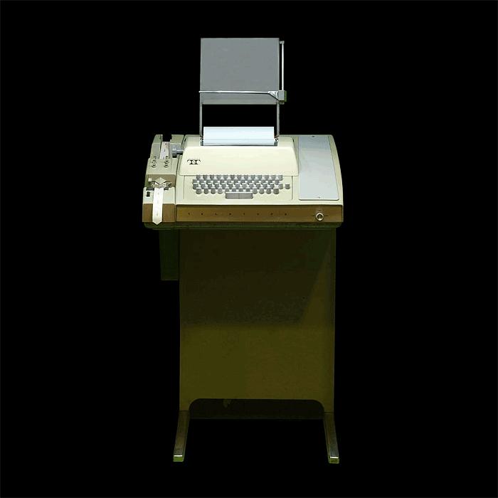 מכשיר טלטייפ מודל 33 ASR. צילום: Rama & Musée Bolo