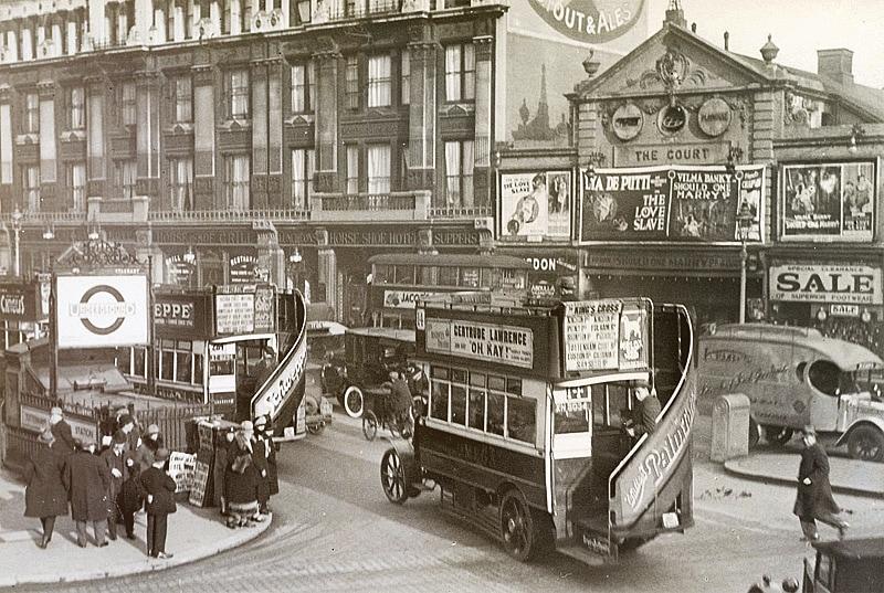 רחוב טוטנהם פינת אוקספור בלונדון, 1927. מתוך אוסף מוזאון התחבורה בשטוקהולם.