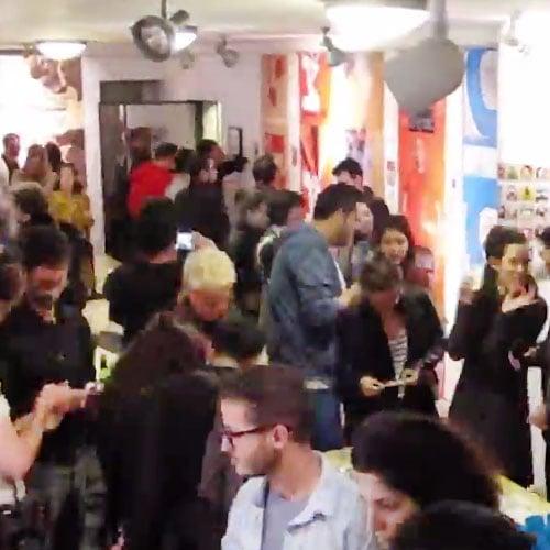 ניר ברטוב - צילום סרטון פתיחת תערוכת אלפבית של בחירות